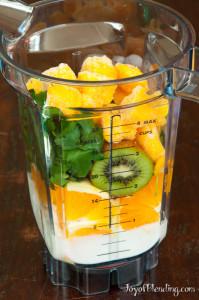 Mango kiwi smoothie in Vitamix