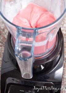 Strawberry frozen yogurt in S30