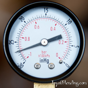 Gauge for vacuum blending